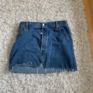 Levi's Jean skirt button fly frayed hem w42 L30